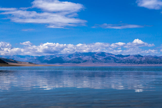 赛里木湖:滑落到人间的天使之泪